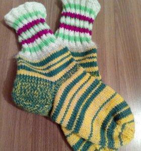 Вязаные носки и варежки