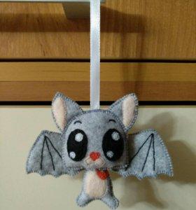 Игрушка ручной работы летучая мышь