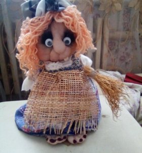Декоративная игрушка баба-яга