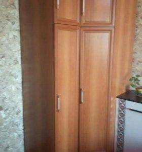 Угловой шкаф и прямой шкаф