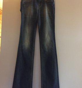 Новые джинсы Guess