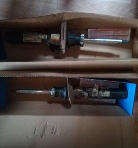 Стойки амортизаторов передние и одна пружина перед