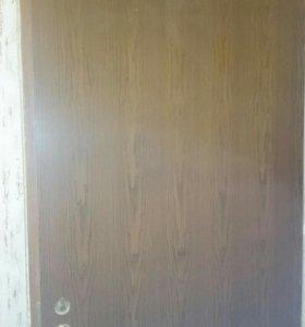 Дверь входная деревянная с коробко замком и ручкой
