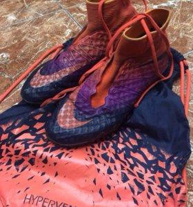 Бутсы Nike hyperwenom