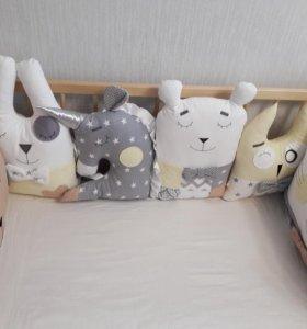 бортики в кроватку новые +простынка