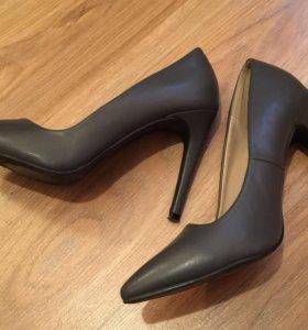 Туфли серые на шпильке