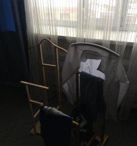 Вешалка для одежды на колёсиках