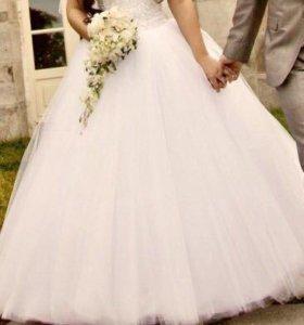 Свадебное платье и подарок