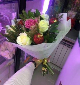 Цветы розы букет в наличии с яблочками
