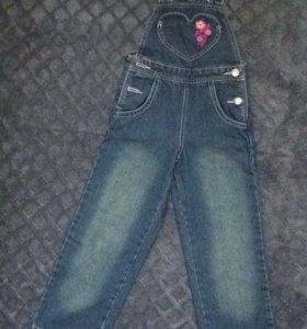 Комбинезон джинсовый на 4-5 лет р-р 104-110