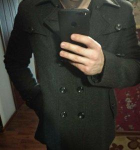Зимнее мужское пальто в идеальном состоянии.