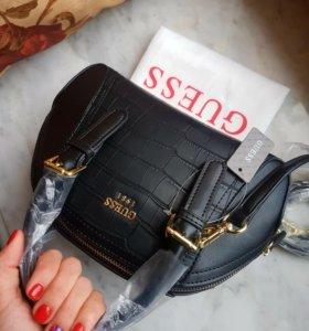Guess черная сумочка с длин ремешком