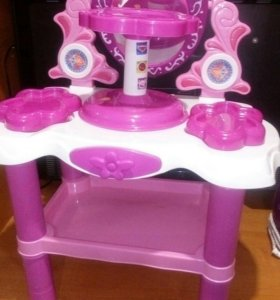 Тувольетный столик спотсветкой стульчиком .