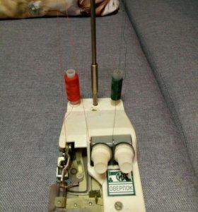 Продам тумбовую швейную машинку и оверлог к ней.
