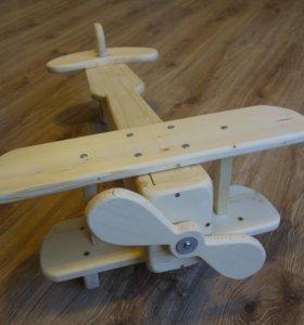"""Модель самолёта """"Кукурузник"""" из дерева."""