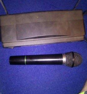 Беспроводной микрофон с установкай