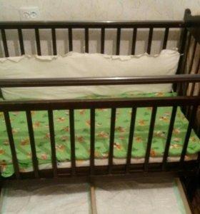 Кроватка,хадунки.