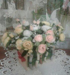 """Цветочная композиция """"Розы мелкие в полисаднике""""."""