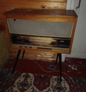 Радиола старинная