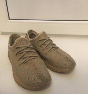 Женские кроссовки Adidas yeezy