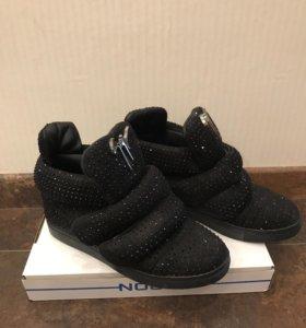 Женские кроссовки ботинки