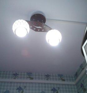 Люстры с эконом лампами.