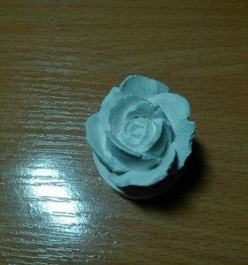 Роза из гипса