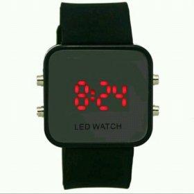 Часы наручные с LED на ремешке из селикона.