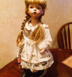 Фарфоровая кукла коллекционная.