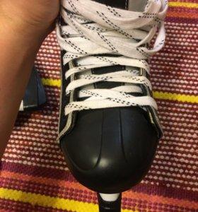 Хоккейные коньки CCM 42 размер