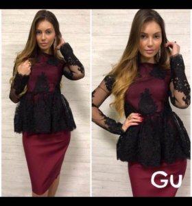 Модный бордовый костюм