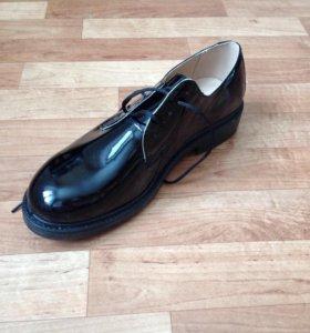 Лакерованные ботинки