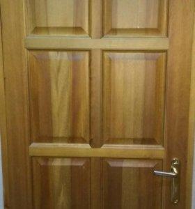 Входная массивная  деревянная дверь, б/у
