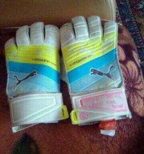 Вратарские перчатки для футбола