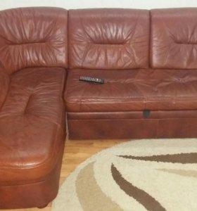 Кожаный диван угловой, в отличном состоянии