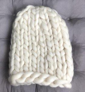 Шерстяная шапка тёплая молочного цвета