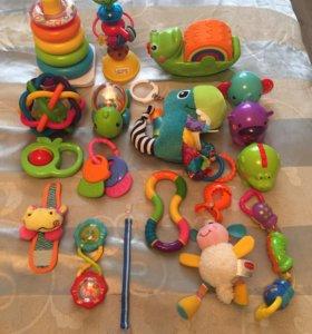 Игрушки для самых маленьких + ящик. От 0 месяцев.