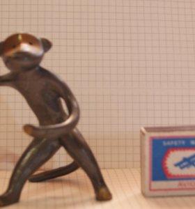 Бронзовая статуэтка форме Обезьянки