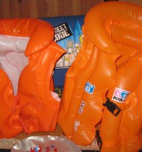 2 надувных жилета с 3 до 8 лет в хорошем состоянии