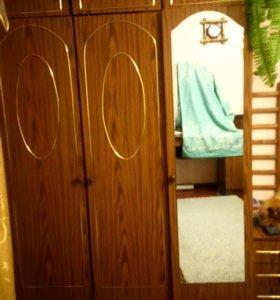 Шкаф 3х дверный с верхнеми шкафами