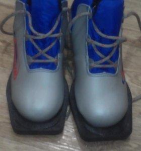 Продам лыжные ботинки Nordik 32 размера