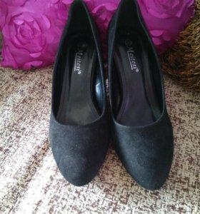Туфли чёрные 39 размер