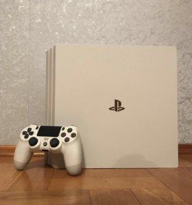 PlayStation 4 Pro Glacier White