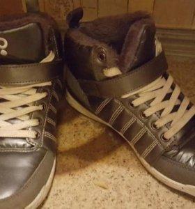 кроссовки утепленные  36 размер