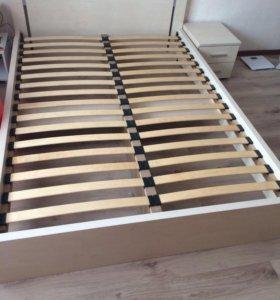 Кровать двуспальная + тумбочка