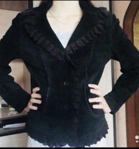 Пиджак замшевый, с красивой отделкой