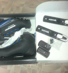 Лыжные ботинки с креплениеми новые