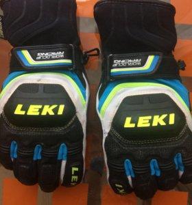Перчатки горнолыжные.