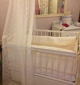 Кроватка с матрасом +столик для пеленания