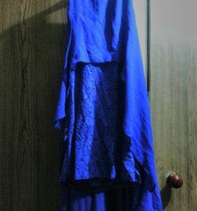 Синее платье с перчатками